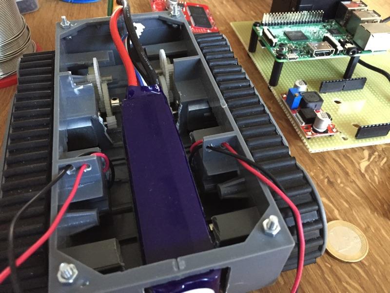 minibot - Kabeldurchführungen für die Motorkabel