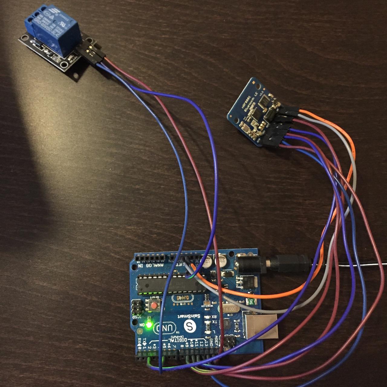 Die verkabelten Module (Arduino, Bluetooth und Relais)